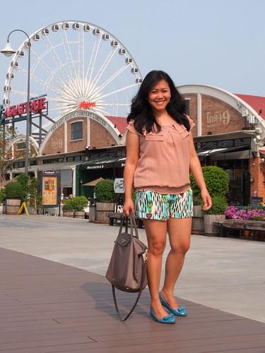 jlo shorts - prada flats - prada nylon bag (4)
