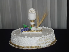 wedding ceremony supply(1.0), cake(1.0), buttercream(1.0), baked goods(1.0), sugar paste(1.0), food(1.0), cake decorating(1.0), icing(1.0), birthday cake(1.0), torte(1.0), cuisine(1.0),