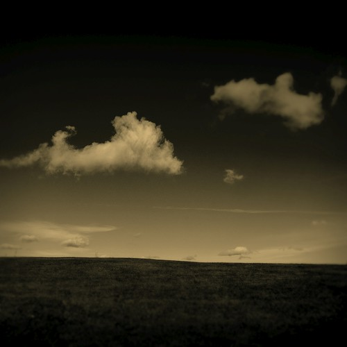 bw clouds photoshop square landscape nikon scenery 100v10f d200 2007 blancinegre bsquare specnature ok6 ollik 20071014