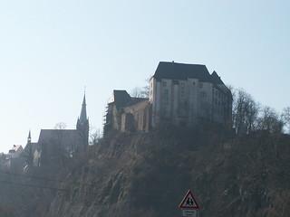 Bergfried aus dem 12. Jahrhundert und Burg Mildenstein mit Burghof 001