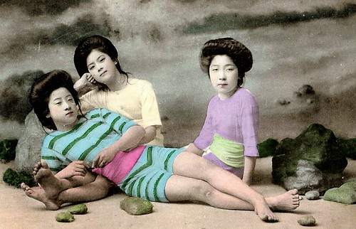 JAPANESE SWIMSUIT GIRLS - Meiji Era Bathing Beauties of Old Japan (25)