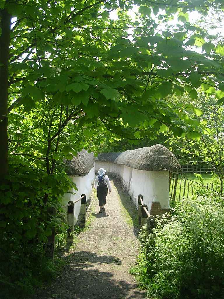 Thatched walls, Blewbury For the village that has everything. Extra walk: Cholsey to Goring