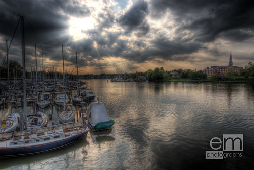 sun sunlight water clouds boats harbor annapolis f8 soe stmaryschurch hdr sunbeams eastport sigma1224 sunstreaks blueribbonwinner canoneos30d mywinners stmarysparish diamondclassphotographer annapolisyachtclub betterthangood