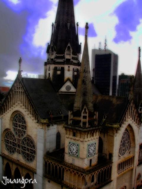 Imagen de la Catedral en Manizales parte de La Arquitectura del Paisaje Cultural Cafetero