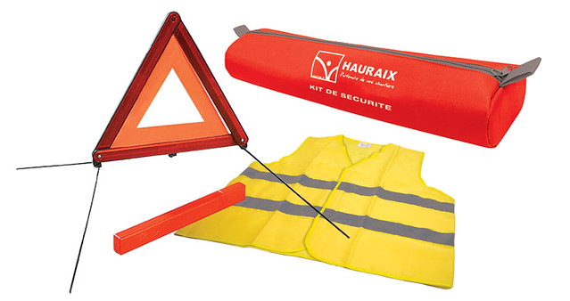 CSF-Safety Vest & Triangle Kit por redi-medic, en Flickr