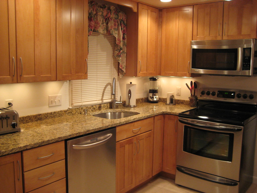Anyone with a 2 inch backsplash or no backsplash for 3 4 inch granite countertops