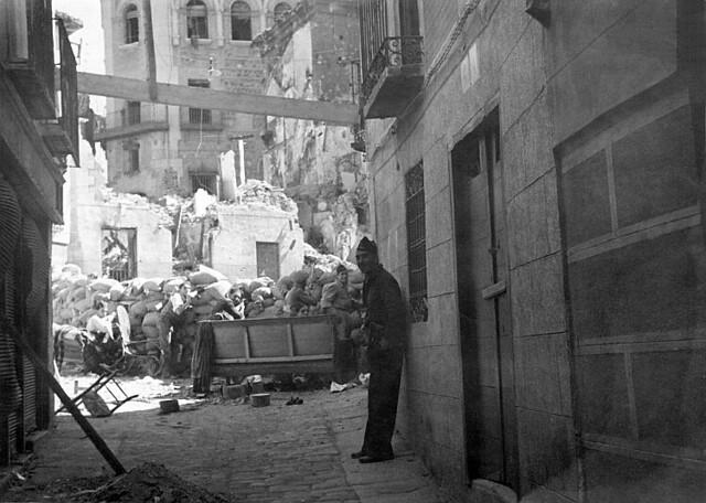 Plaza de la Magdalena, Toledo en plena guerra civil, septiembre de 1936. Foto Vincent Doherty. Arxiu Comarcal de l'Alt Penedès
