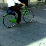 verde bicicletta con bagaglio