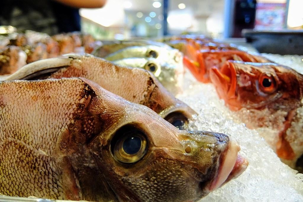 有不同魚種可選擇,自行挑選! 我們這次挑比較肥厚的,就只有一條而已,看別桌有人挑了二挑...
