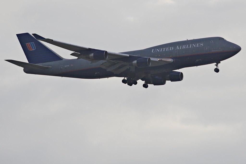 Flight Attendant Kicks Passenger Off Plane For Birthday Cake