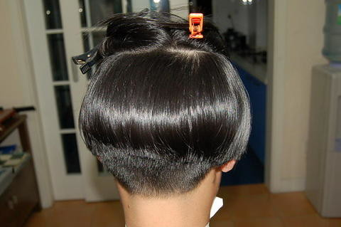 womens-with-shaved-or-very-short-nape-haircut-bob-cut-personal-blog ...