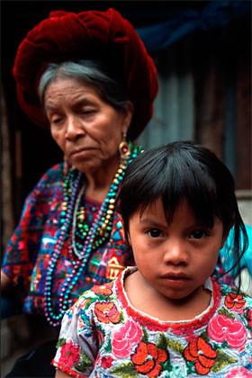 Catarina Matzar Ordoñez and her granddaughter Marcelina Nimacachí Tax