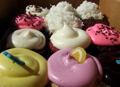 ice cream(0.0), petit four(0.0), icing(0.0), cake(1.0), baking(1.0), buttercream(1.0), sweetness(1.0), cupcake(1.0), sugar paste(1.0), food(1.0), macaroon(1.0), pink(1.0),