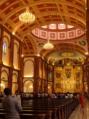 Interior de la Basílica de la Inmaculada Concepción de Mongomo, Guinea Ecuatorial