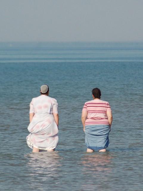 Mennonite Women At The Beach Flickr Photo Sharing