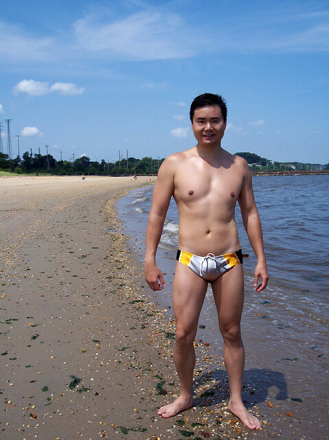Chinese muscle guy nude