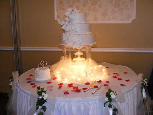 wedding cake with fountain 2