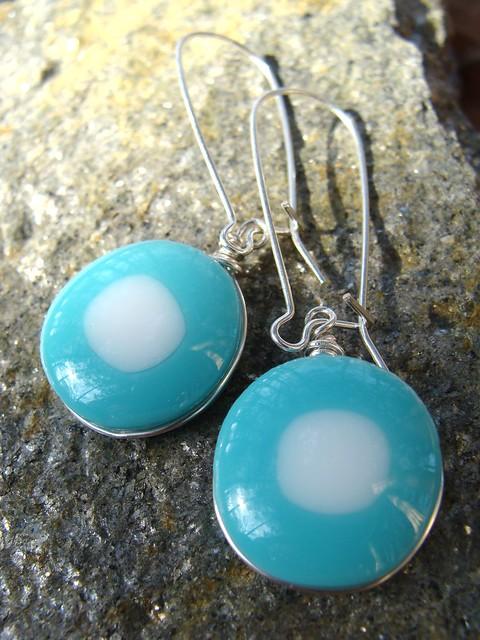 Aqua dots earrings close