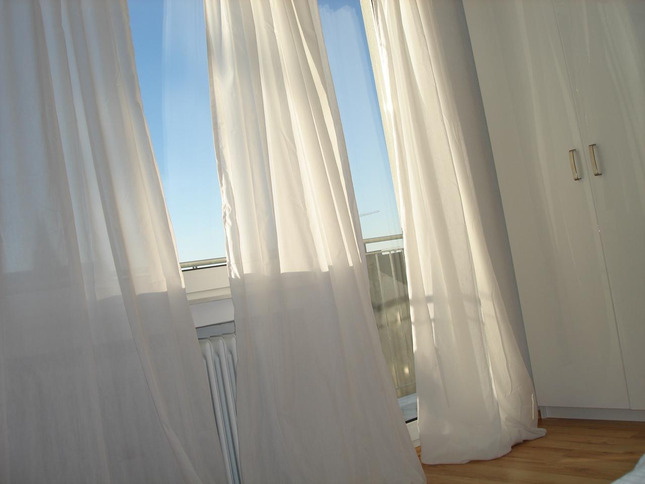 jalousien und vorh nge m belideen. Black Bedroom Furniture Sets. Home Design Ideas
