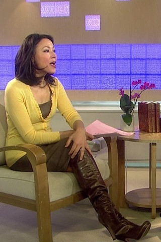 Ann Curry Legs http://www.flickr.com/photos/httpjewelryfindblogspotcom/5706233987/
