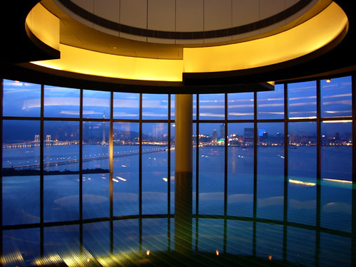 Crown Towers Macau: Harbour view pool