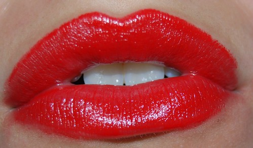 2401775618 f665ede221 Alternatives to High Cost Teeth Whitening Treatments