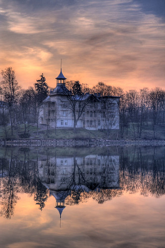 old city sea sky urban mist reflection building architecture clouds sunrise finland geotagged helsinki villa mansion hdr töölönlahti linnunlaulu cirrusclouds tonemapped tonemap 4exp villakivi