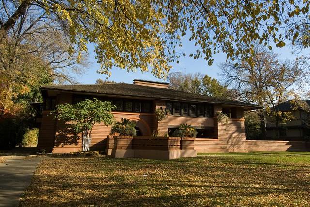 Dscf2837 a prairie house by frank lloyd wright oak park for Frank lloyd wright prairie house