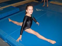 balance beam(0.0), floor gymnastics(1.0), sports(1.0), gymnastics(1.0), gymnast(1.0), artistic gymnastics(1.0),