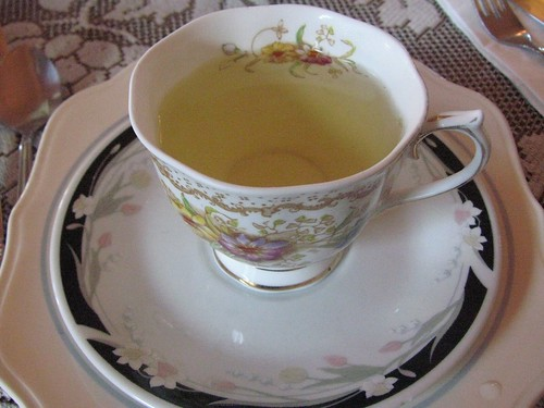 chamomile tea can help relax your lower back muscles to relieve the pain