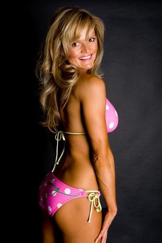 Jennifer love hewiit bikini pictures