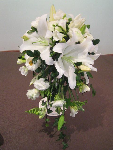 teardrop bridal bouquet flickr photo sharing