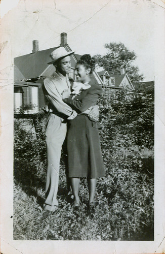 A man with a hat and a woman in the garden