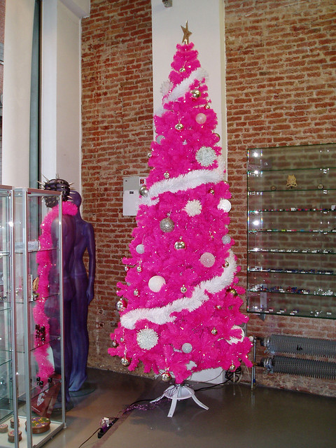 hot pink christmas tree d flickr photo sharing. Black Bedroom Furniture Sets. Home Design Ideas