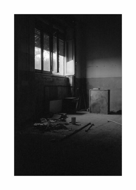 Abandoned vocational school n. 4 - Open window