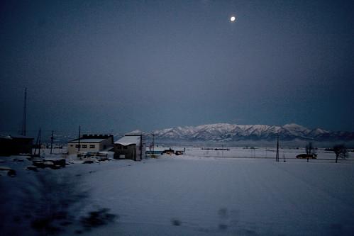 travel moon snow mountains japan train sunrise hokkaido canon1022 canoneos30d youth18ticket efs10223545 goodfishiescom seishunjuhachikippu 10kmwofkamisunagawa