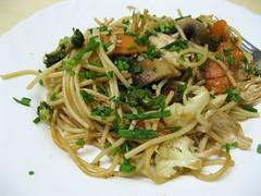 noodle, mie goreng, bakmi, italian food, fried noodles, lo mein, thai food, spaghetti, spaghetti aglio e olio, food, dish, pad thai, southeast asian food, cuisine, chow mein,