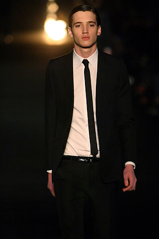 Small town chic the skinny for Black suit with black shirt and tie