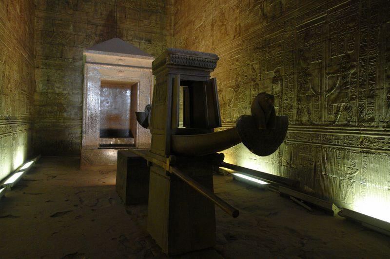 Edfu, Templo de Horus, Barca Sagrada Templos a la orilla del río Nilo en Egipto - 2474554996 06035c7ba6 o - Templos a la orilla del río Nilo en Egipto