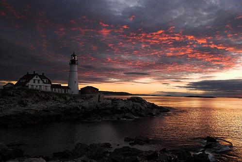 lighthouse seascape me clouds dawn maine capeelizabeth portlandheadlighthouse