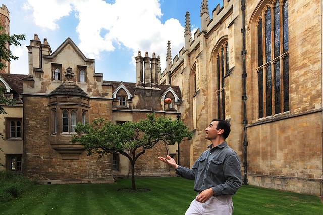 Isaac Newton Apple Toss
