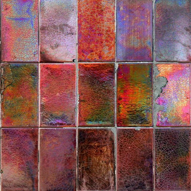 Detalle en la pared de un balc n con losetas de ceramica v for Losetas vinilicas autoadhesivas para pared