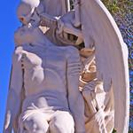 El bes de la mort (escultura)