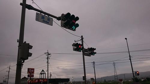 信号灯3台体制だが全部青矢印のみで交通をさばく。矢印のみの信号はホンキ出してない感が好き