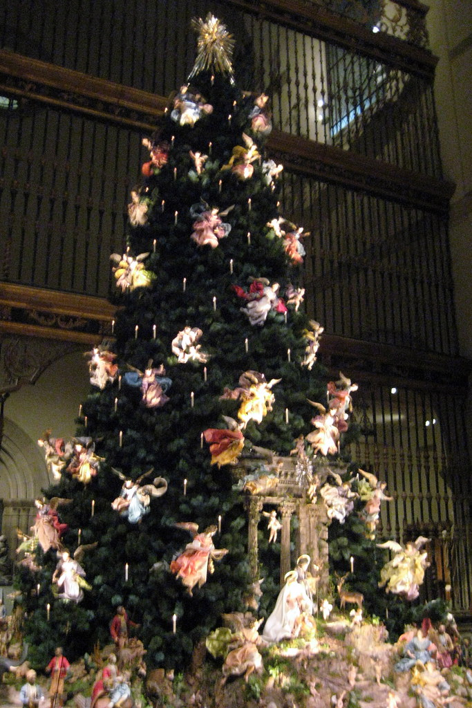 NYC - Metropolitan Museum of Art - Annual Christmas Tree and Neapolitan Baroque Crèche