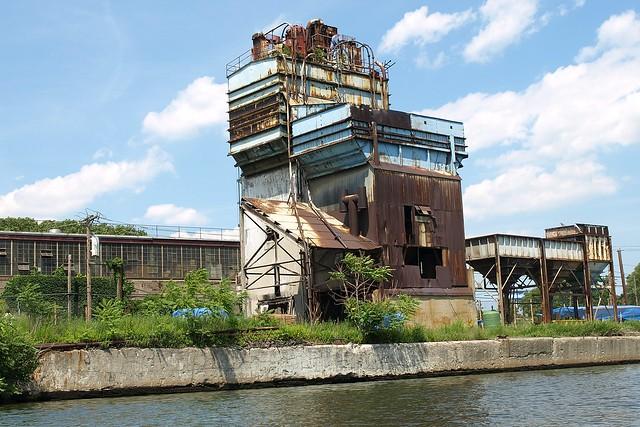New York Cement Plants : Abandoned concrete plant on newtown creek long island