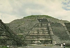 historic site(0.0), pyramid(0.0), monument(0.0), ancient history(1.0), maya civilization(1.0), landmark(1.0), ruins(1.0),