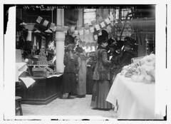 Housewives league at Wash. Market  (LOC)