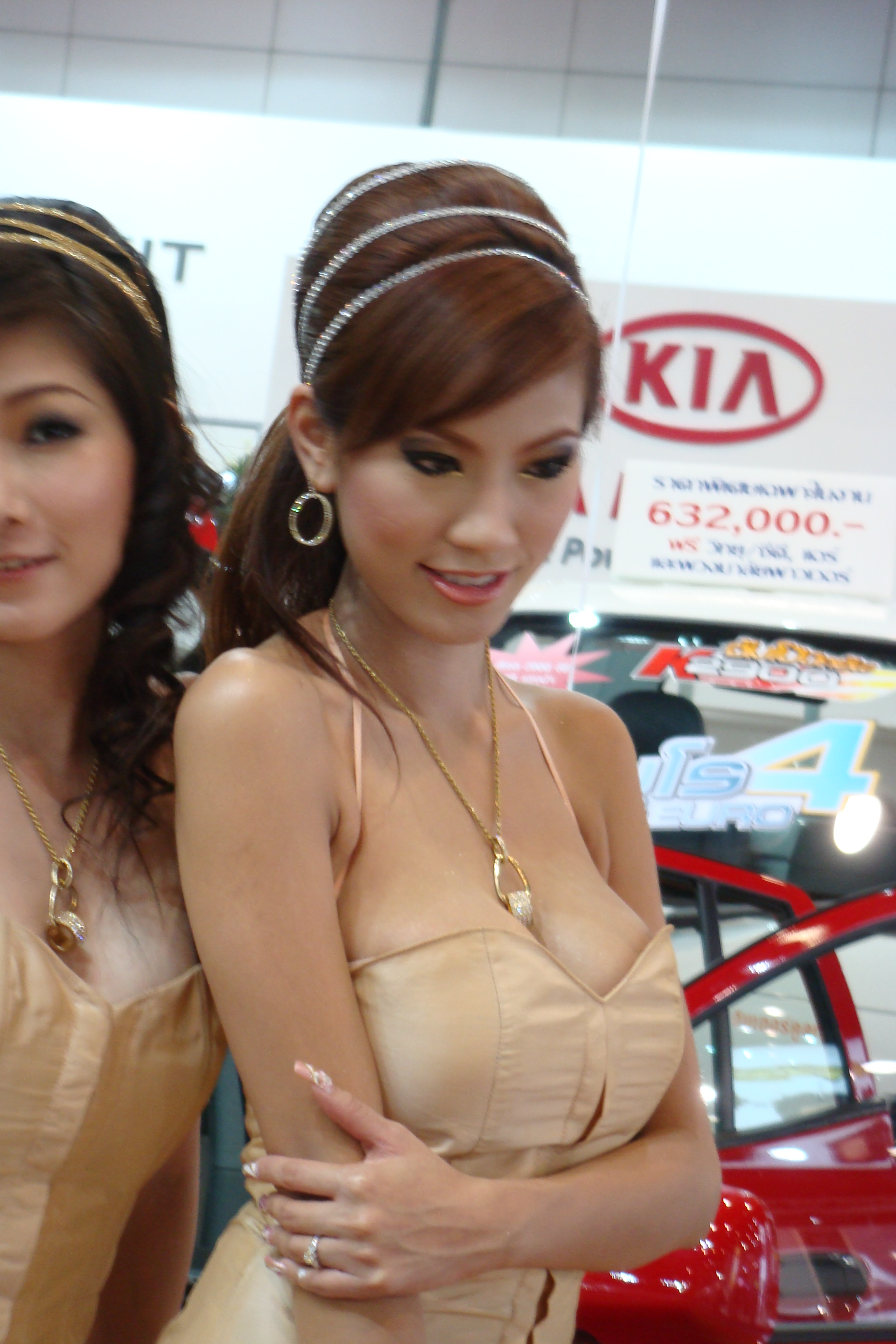 Thai beauty treats a guy nicely