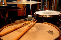 plucked string instruments(0.0), drummer(0.0), music(0.0), timbales(0.0), timpani(0.0), percussion(1.0), snare drum(1.0), drums(1.0), drum(1.0), skin-head percussion instrument(1.0),